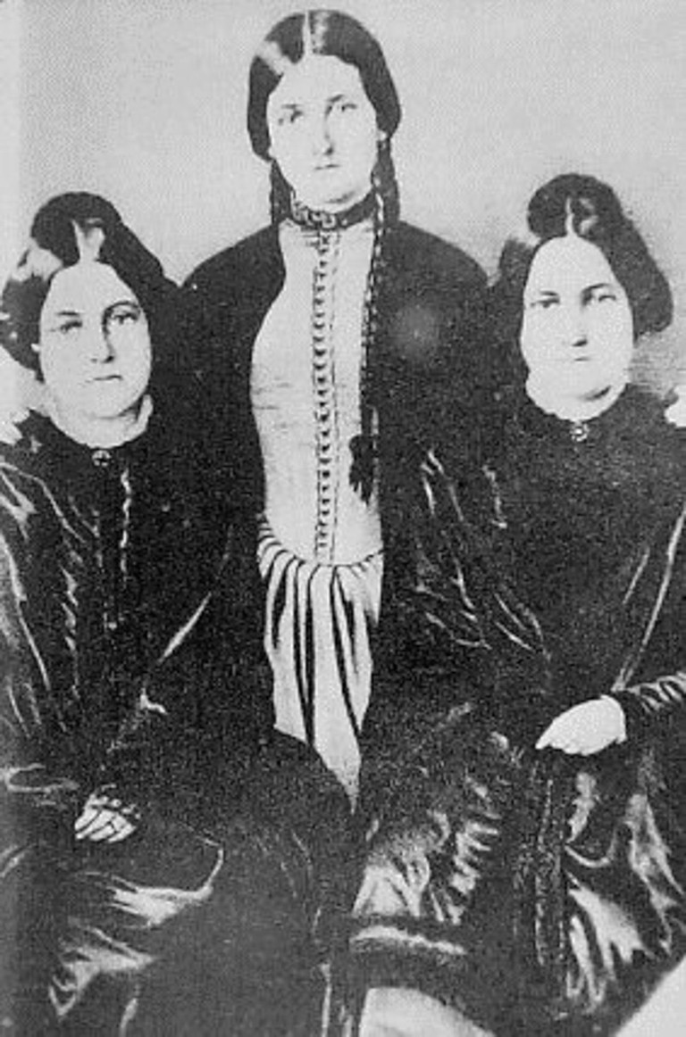Fox sisters from New York who played an important role in the creation of Spiritualism: Leah, Margaret and Kate Fox.