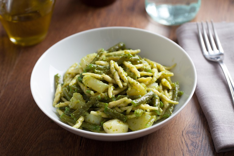 Trofie pasta with pesto and green beans