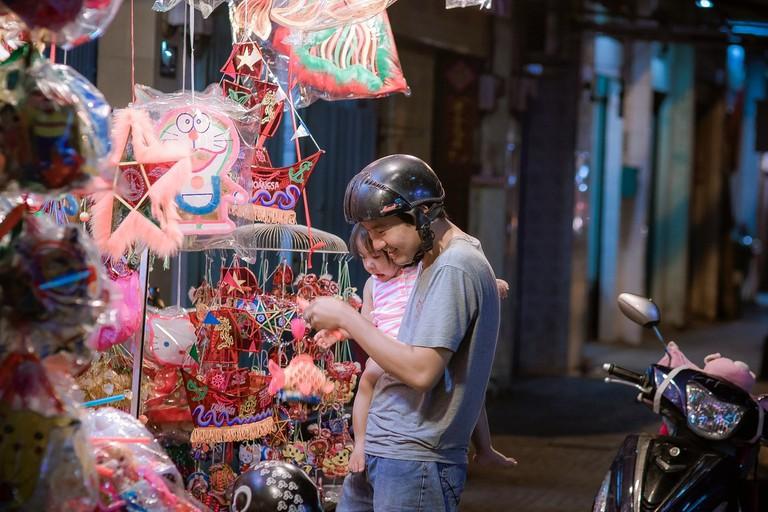 Lantern shopping