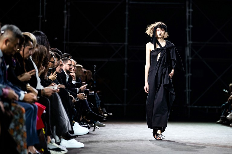 A model presents a creation from the Spring/Summer 2019 Women's collection by Japanese designer Yohji Yamamoto during the Paris Fashion Week, in Paris, France, 28 September 2018.