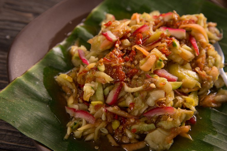 Rujak serut. An indonesian fruit salad with hot spicy sauce