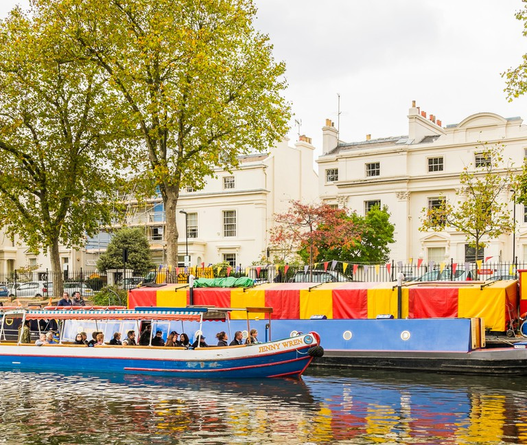 boat of jenny wren canal cruises at bromning´s pool, london,