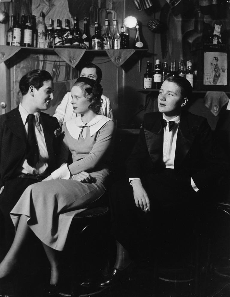 Lulu de Montparnasse dressed in a tuxedo with a woman at Le Monocle, Paris, c.1933
