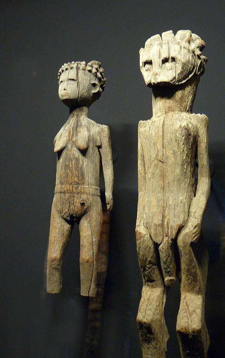 644px-Statues_funéraires_Sakalava-Madagascar