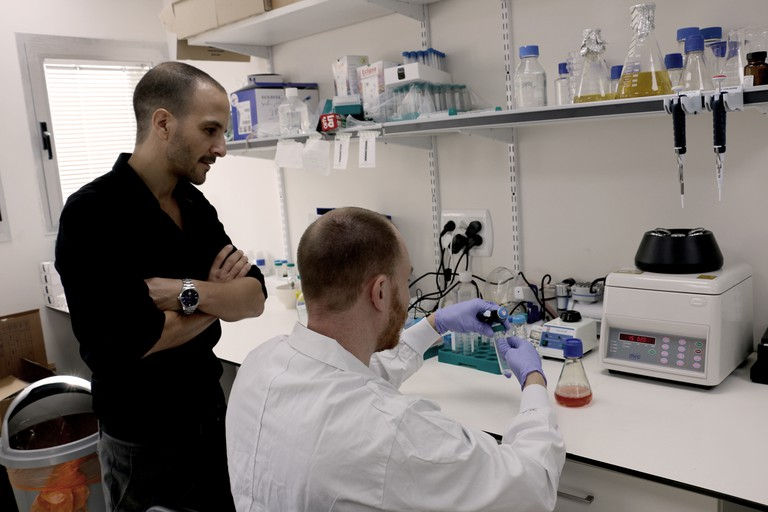 Ido Savir with researcher Tomer Halevy in the lab at SuperMeat