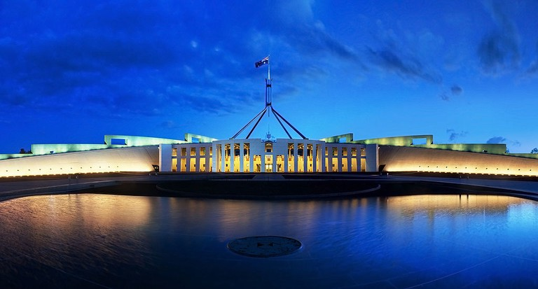 Parliament House in Canberra © JJ Harrison / Wikimedia Commons