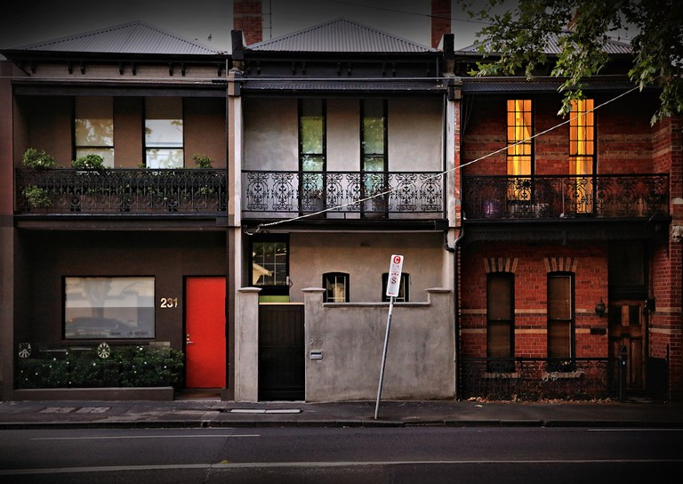 Terrace houses in urban Melbourne © Kevin Rheese / Flickr