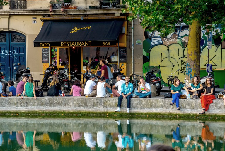 Paris, France, Crowd of Young People Relaxing in the French Bistro Cafe Bar, Le Jamapy Canal Saint Martin Area, Terrace