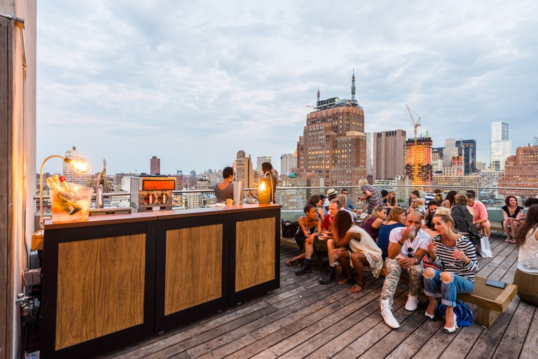 Rooftop bar at JIMMY at the James, New York, USA.