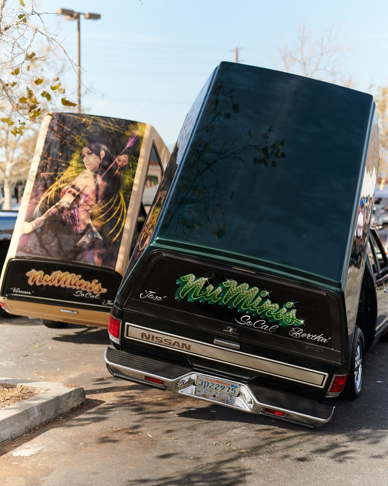 Low-and-Slow-Lowriders-in-LA-Los Angeles-California-USA