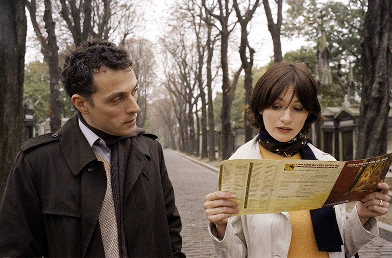 "Rufus Sewell and Emily Mortimer in ""Paris, je t'aime"""