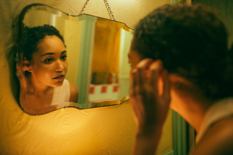 pauline by the mirror (1)