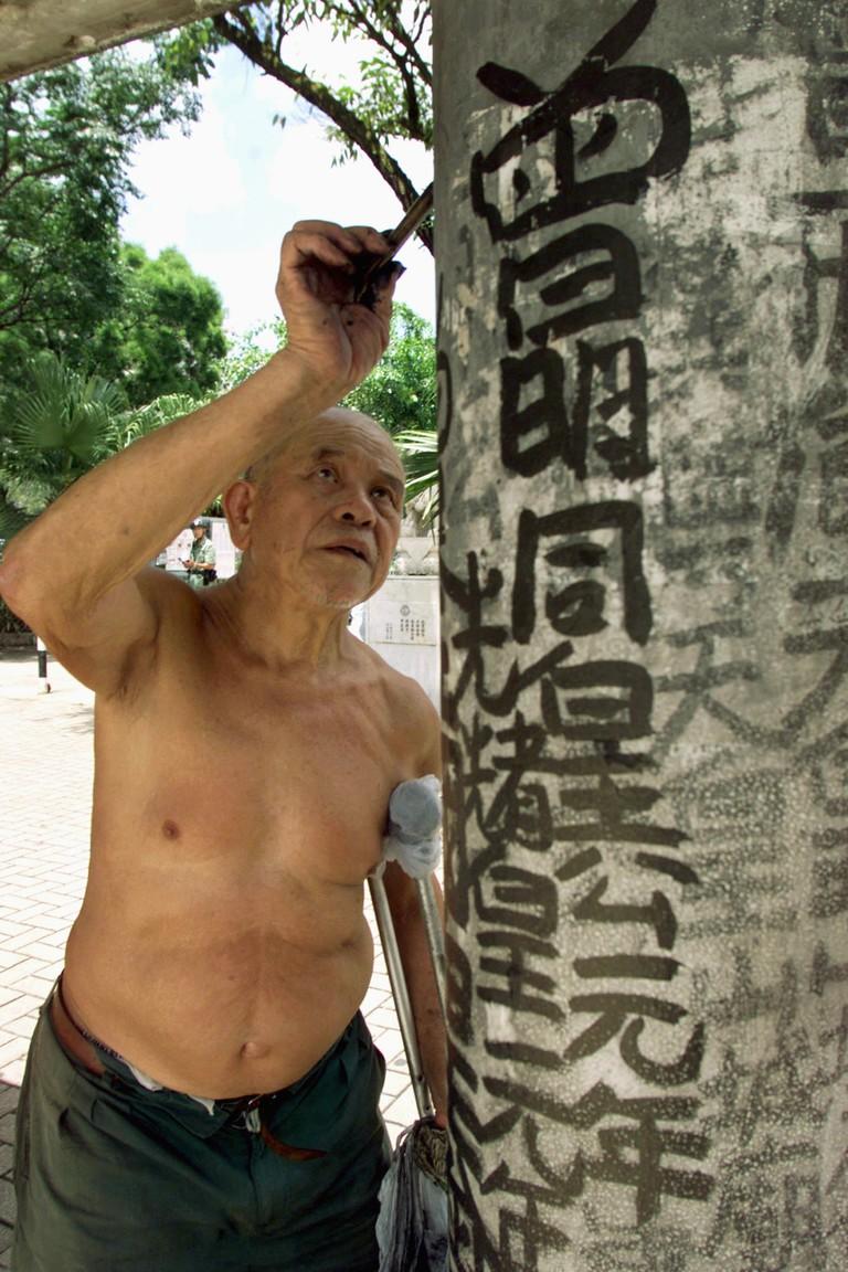 File photo of Hong Kong graffiti king Tsang Tsou-choi who died on July 15 at the age of 86 in Hong Kong
