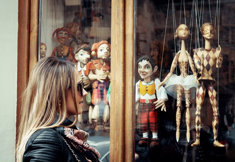 Marionette store window, Prague