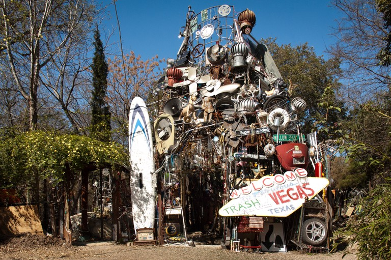 Hannemann began to build the Cathedral of Junk in 1989