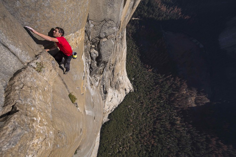 Honnold navigates the Freerider route