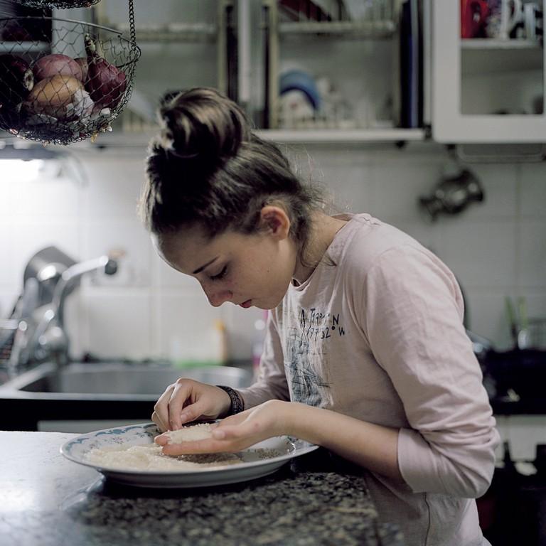 kashrut - Abigail sorting clean rice