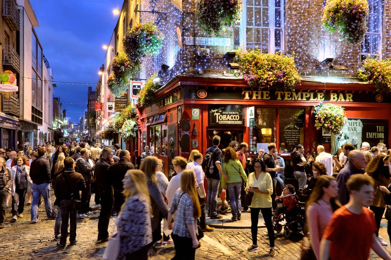 Busy night in Temple Bar, Dublin, Ireland