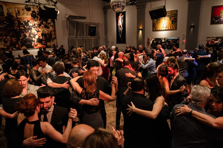 QUEER_TANGO_IN_BUENOS_AIRES_ARGENTINA_SOUTH_AMERICA