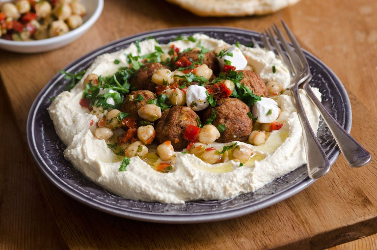 Falafel with hummus and chickpeas.
