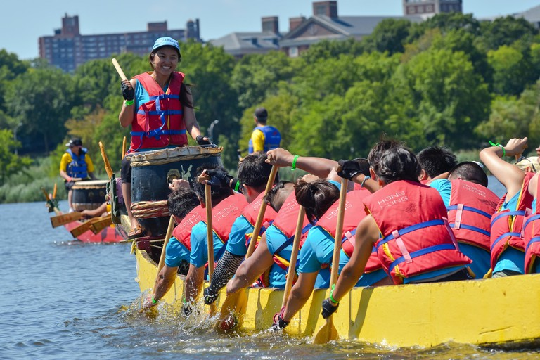 Queens, United States. 09th Aug, 2015. A dragon boat drummer pounds her drum to regulate the paddling of her crew. The two-day 25th Annual Hong Kong Dragon Boat Festival was held in Flushing Meadows-Corona Park. Credit:  Albin Lohr-Jones/Pacific Press/Ala