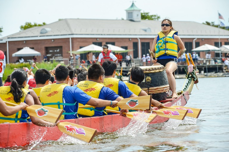 Queens, United States. 08th Aug, 2015. A dragon boat returns to the dock after completing its race. The two-day 25th Annual Hong Kong Dragon Boat Festival was held in Flushing Meadows-Corona Park. Credit:  Albin Lohr-Jones/Pacific Press/Alamy Live News