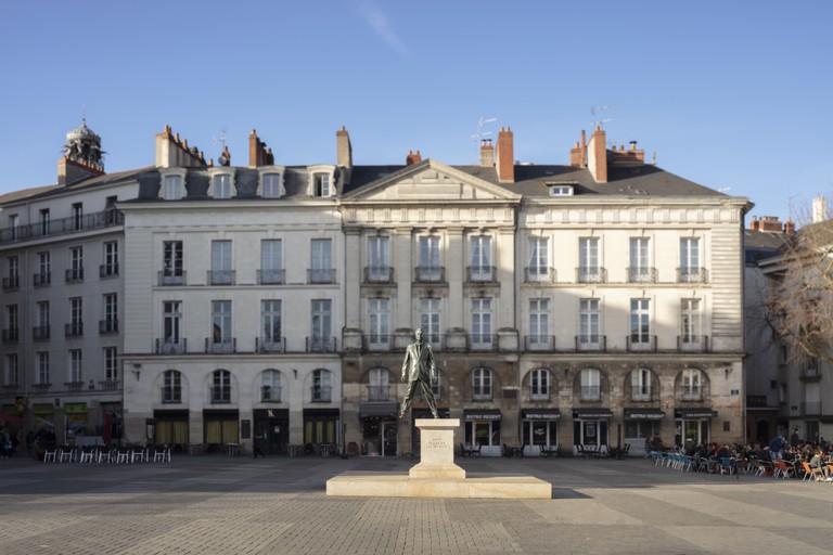 Philippe Ramette, Éloge du pas de côté, Place du Bouffay, Nantes.