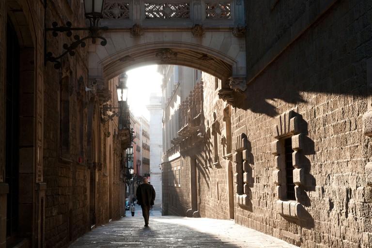 The bridge on Carrer del Bisbe in the Barri Gotic, Barcelona, Spain