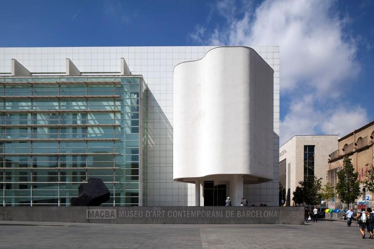MACBA, BARCELONA MUSEUM OF CONTEMPORARY ART by Richard Meier