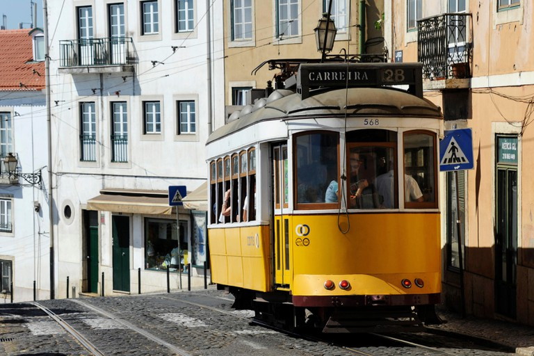 Tramway, Largo Santa Luzia, Alfama, Lisboa, Lisbon, Portugal, Europe