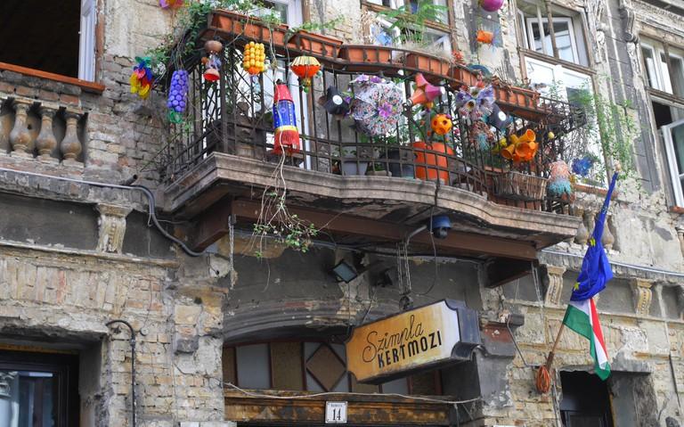 Szimpla Kert ruin pub in Budapest