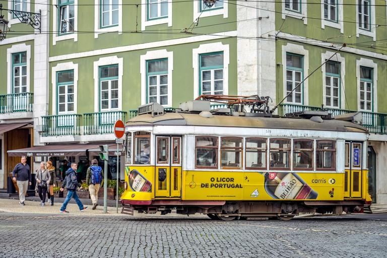Tram, Praca da Figueira, Lisbon, Portugal, Strassenbahn, Praca da Figueira, Lissabon