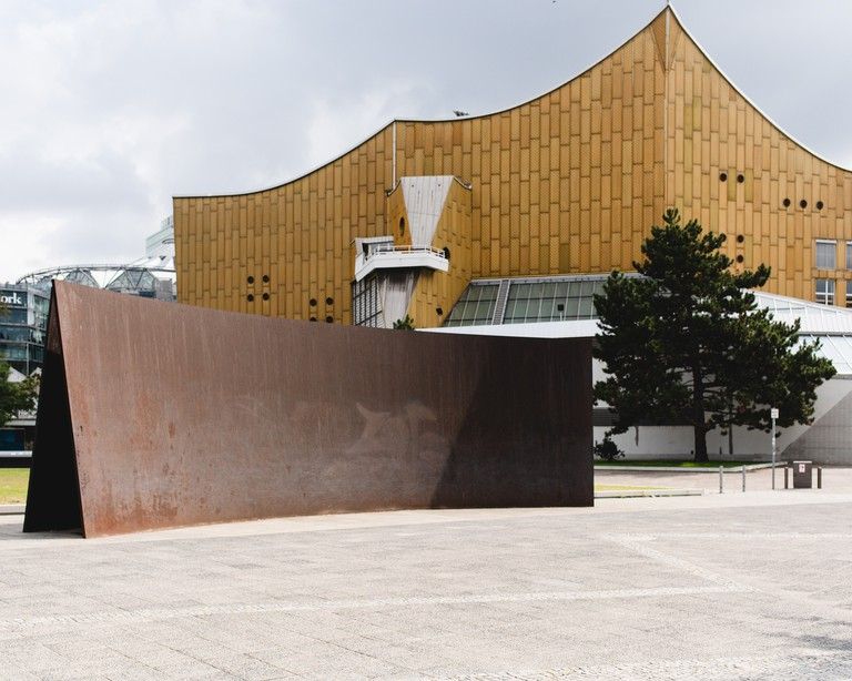 Richard Serra's 'Berlin Junction' (1987) stands in front of the Berliner Philharmonie
