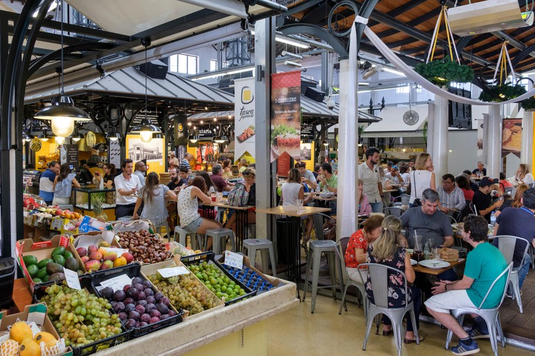 The Campo de Ourique Market and Food Hall lies between the Estrela and Amoreiras neighbourhoods