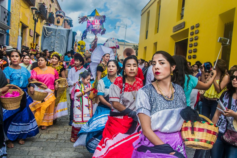 Oaxaca, Mexico. 27th July, 2016. Celebrations on the streets of Guelaguetza in Oaxaca 2016 Credit:  Alberto Sibaja Ramirez/Alamy Live News