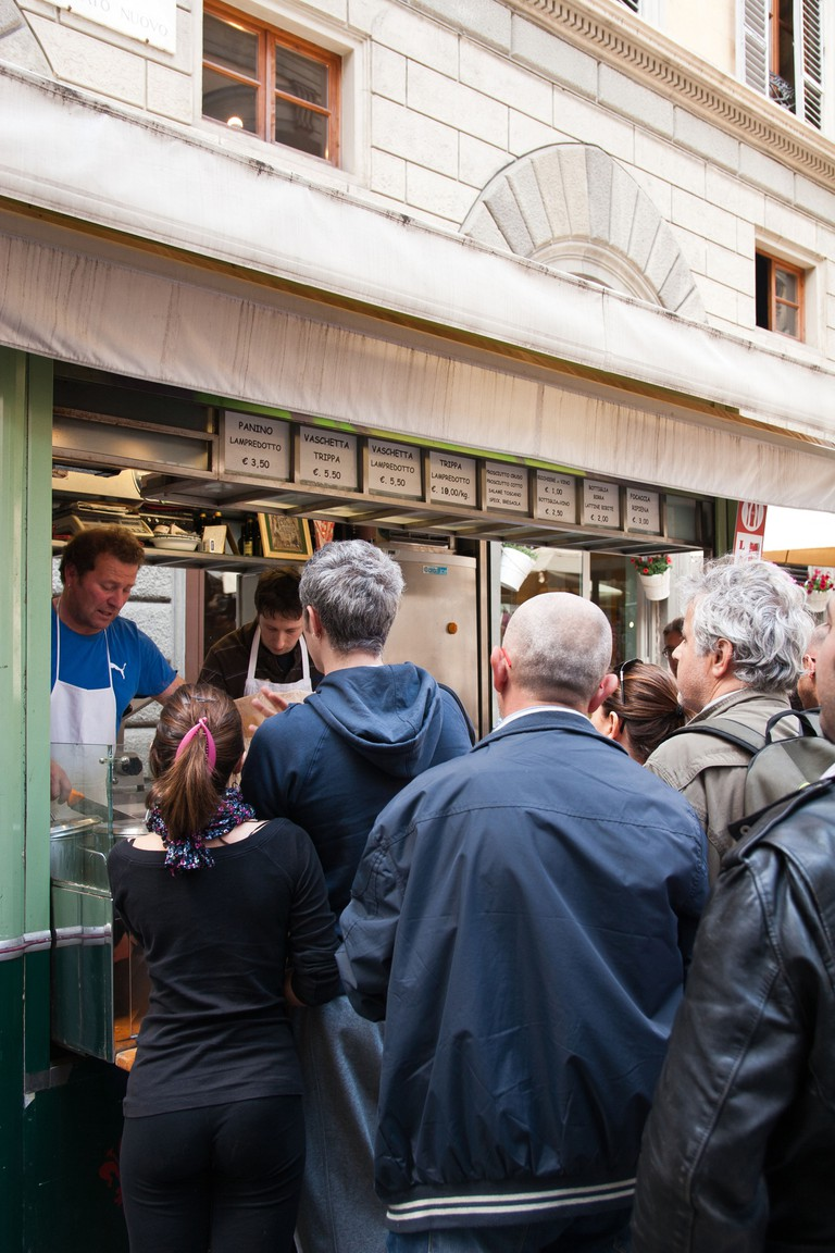 People queuing at Kiosk of Lampredotto sandwich, Florence
