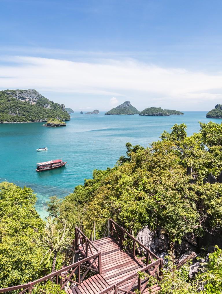 Ang Thong Marine National Park is an archipelago containing 42 stunning island near Ko Samui, Ko Tao and Ko Phan-Ngan in the gul