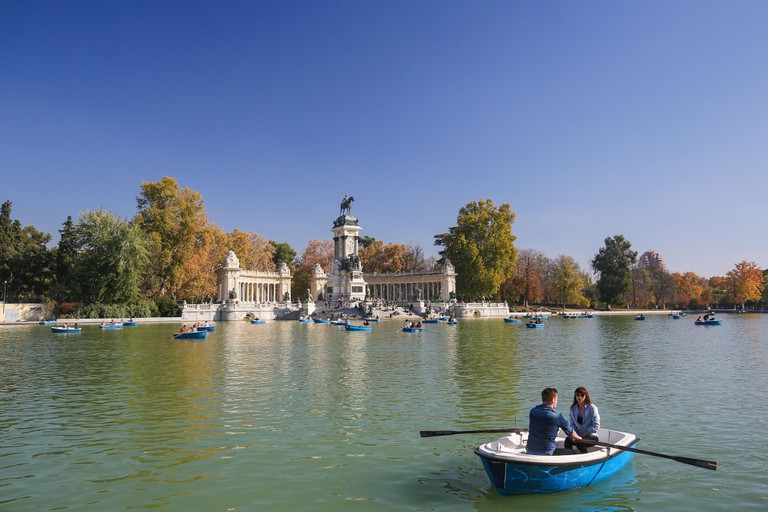 Artifical lake and monument to Alfonso XII in the Buen Retiro Park, Madrid, Spain