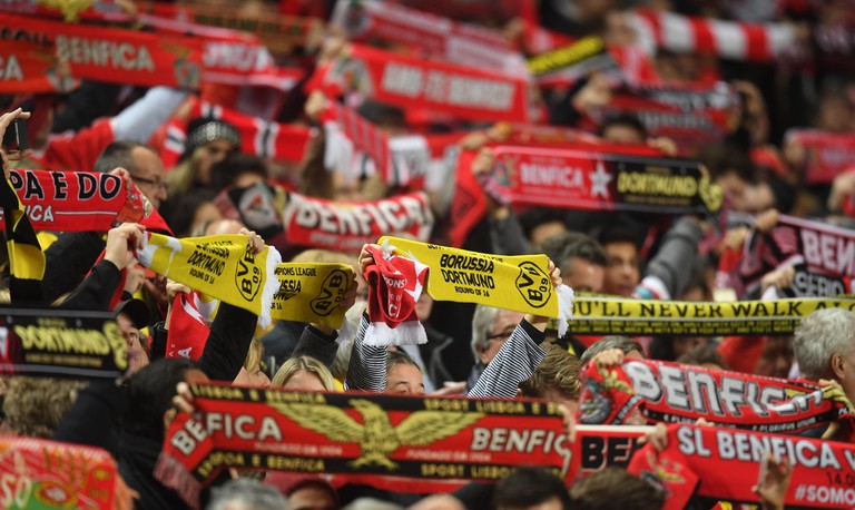 Fans cheer ahead of the Champions League round of 16 soccer match between S.L. Benfica and  Borussia Dortmund in the Estadio da Luz in Lisbon, Portugal, 14 February 2017. Photo: Bernd Thissen/dpa