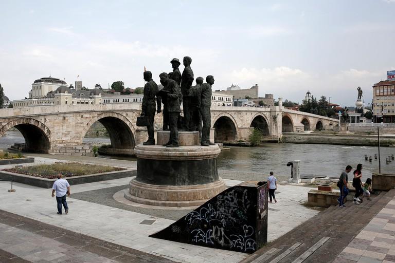Gemidzii statue at Varda quay, Skopje