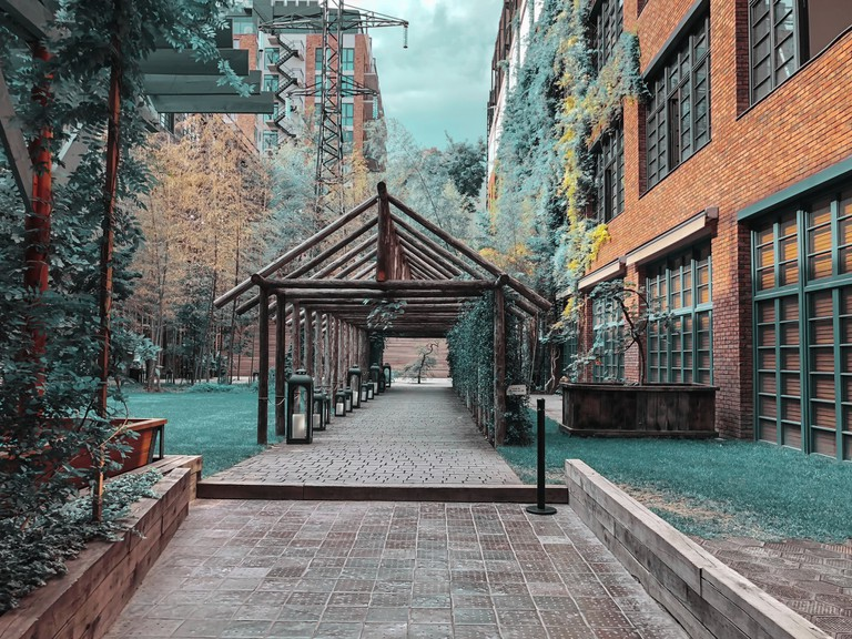 Eco-style in the center of Tbilisi. Modern courtyard in Stamba hotel with beautiful views, alley with a wooden structure.