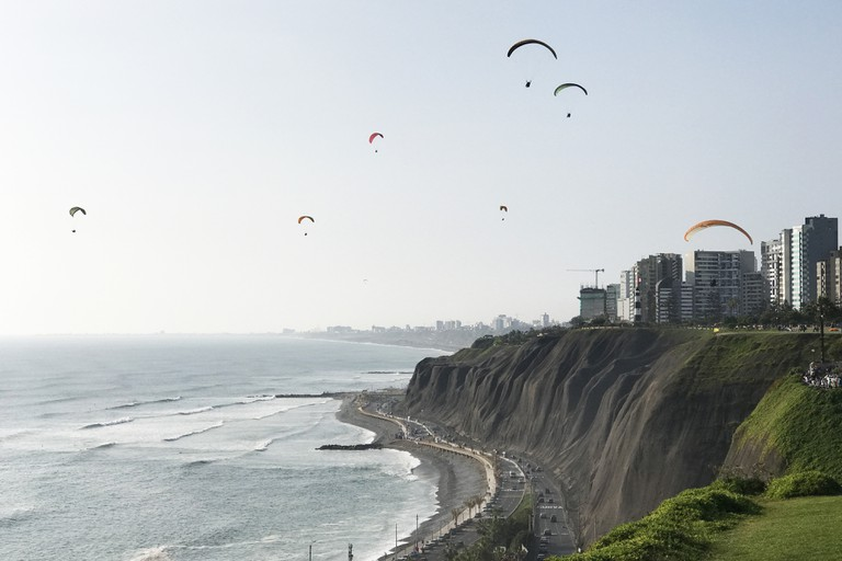 Touristy tandem paragliding in Miraflores Lima