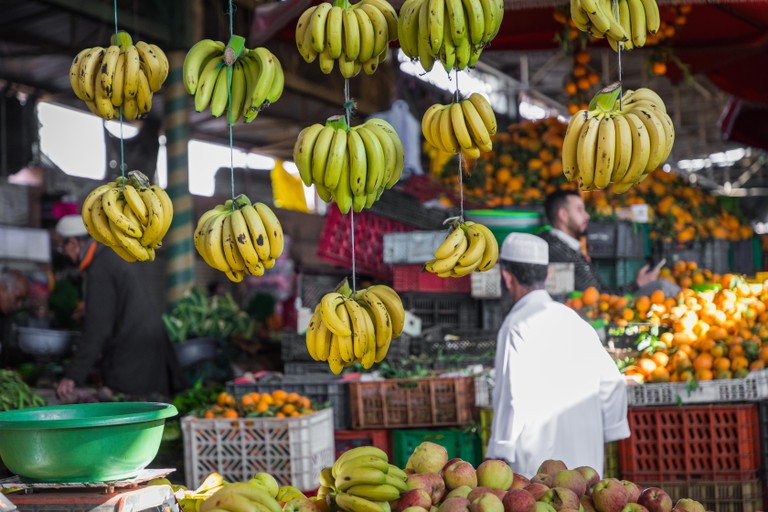 Souk El Had, offers fresh fruit, vegetables, and traditional Moroccan goods