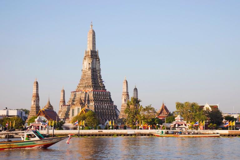 Thailand, Bangkok, Wat Arun aka Temple of Dawn and Chao Phraya River