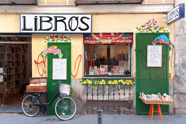 Secondhand bookshop on Calle del Espiritu Santo, Malasana district, Madrid, Spain