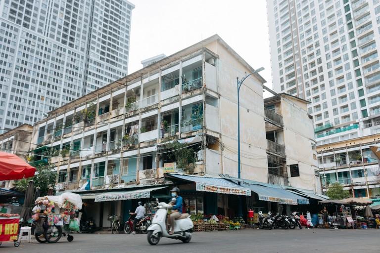 PEOPLE-ARCHITECTURE-STREETS-DISTRICT 4-SAIGON-VIETNAM