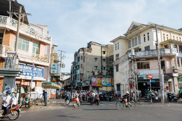 PEOPLE-ARCHITECTURE-STREETS-DISTRICT 5-SAIGON-VIETNAM