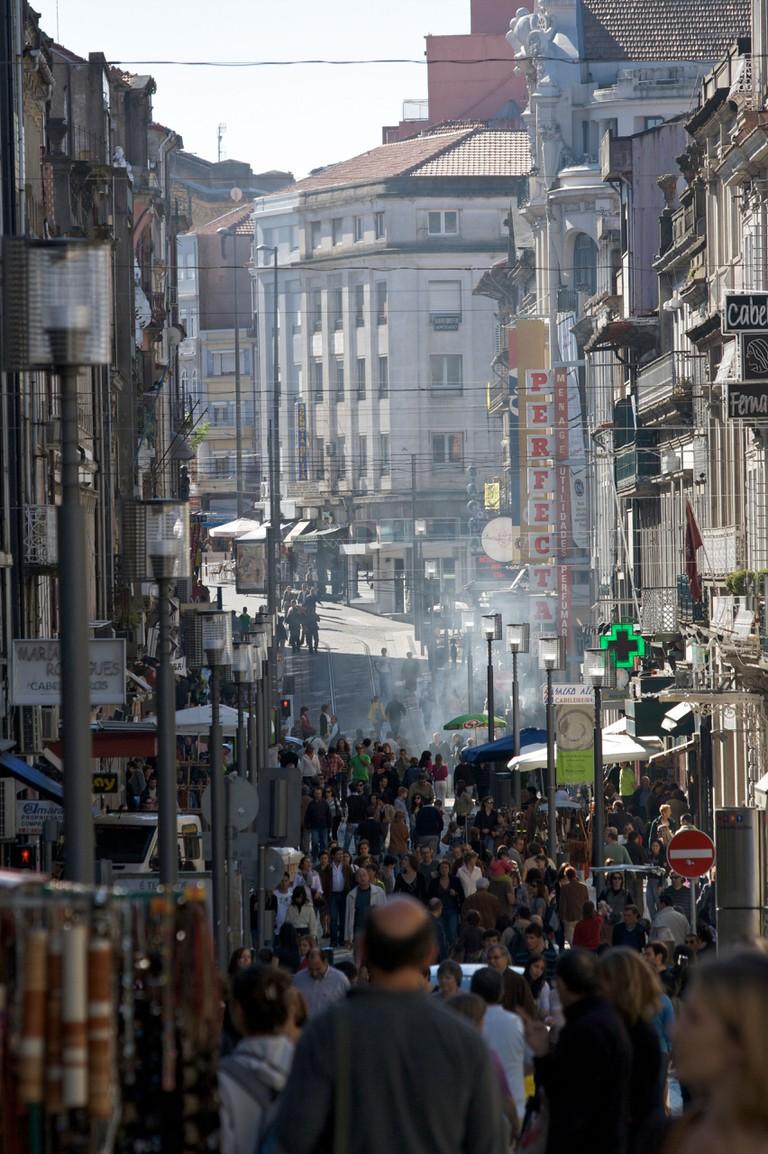 Shoppers on Rua de Santa Caterina