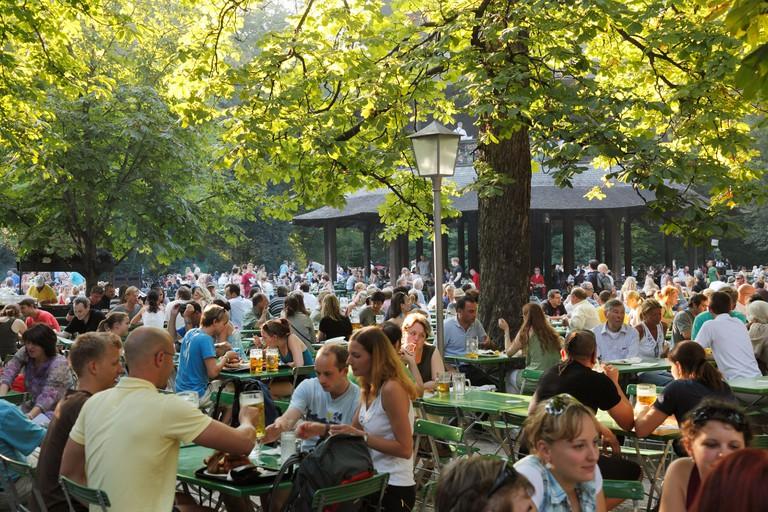 Beer garden, Chinesischer Turm tower, Englischer Garten park, Munich, Upper Bavaria, Bavaria, Germany