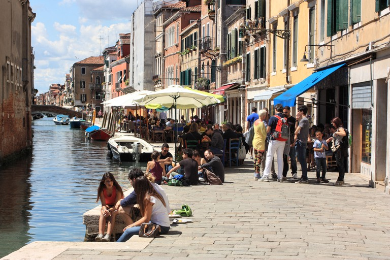 Wine bar and restaurants at Fondamenta della Misericordia, Cannaregio, Venice. Osteria al Paradiso Perduto
